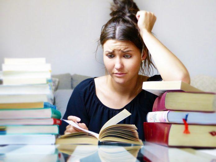 Abgebrochenes Studium im Lebenslauf: Muster, Beispiele & Formulierungen